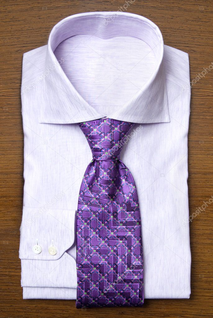 Shirt with violet tie on wooden shelf — Stockfoto #3384444