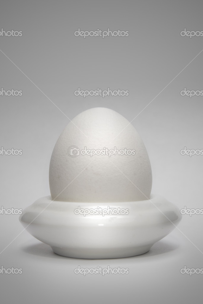 Egg in the eggcup vertical — Lizenzfreies Foto #3385102