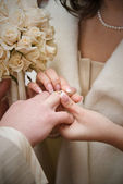Puttting on a wedding ring. natural photo — Stock Photo