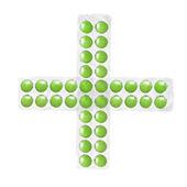 Kříž z balení zelených tablet izolované na bílém — Stock fotografie