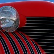 Headlight and engine jacket of red retro car — Stock Photo