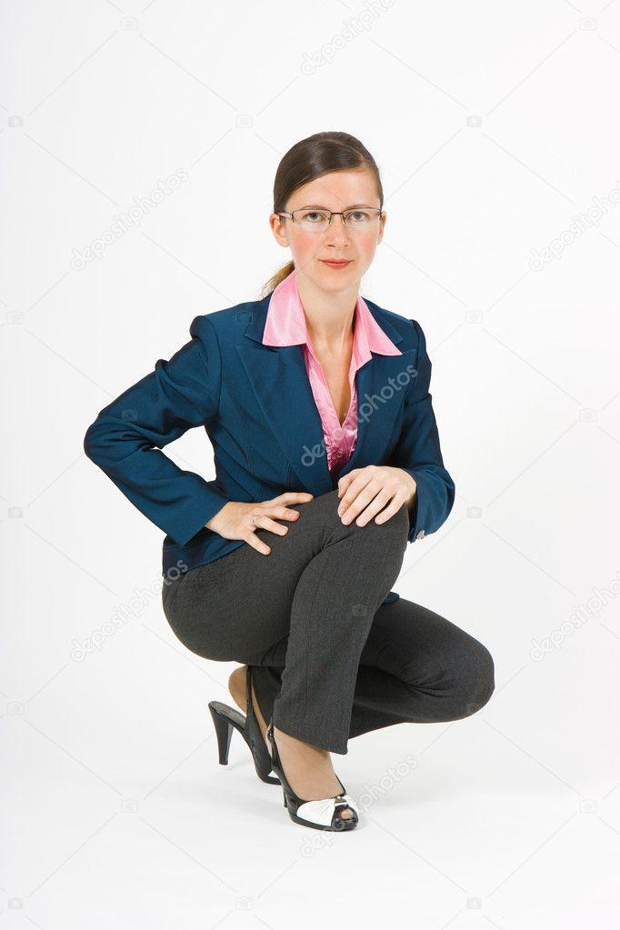 Фото девочки сидящей на корточках 16 фотография