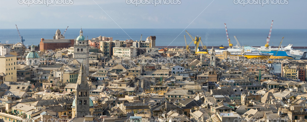 Panoramic view of Genoa with the characteristic old houses and port  — Stock Photo #2793667