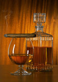 Glass of whisky with cigar — Stock Photo