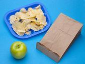 Comidas saludables vs comida chatarra — Foto de Stock