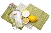 Natürliche reinigung mit zitronen, essig und backpulver — Stockfoto