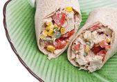 Close up van zuidwestelijke kip salade wrap — Stockfoto