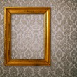 gouden frame over vintage wallpaper — Stockfoto