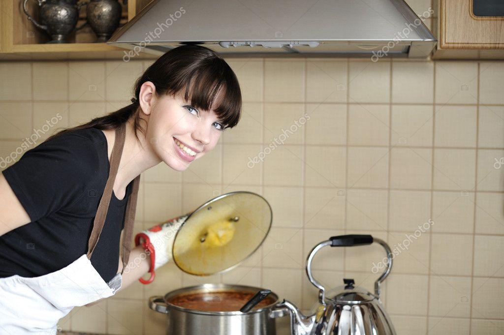 фото скромной домохозяйки