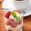 Strawberry dessert and coffee - Foto Stock