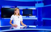 Tv stüdyo, televizyon anchorwoman — Stok fotoğraf