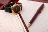 Memoranda with clock and pen. — Stock Photo