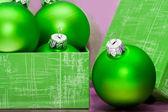 Hermoso verde bolas de navidad en caja de regalo — Foto de Stock