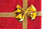 Silver gift box with ribbon — Stockfoto