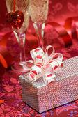 Caixa de presente com coração vermelho — Foto Stock