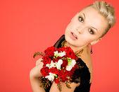 žena s kyticí — Stock fotografie