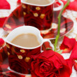Red cup of coffee with roses — Stock fotografie