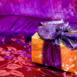 Gift box with violet feather — Stock Photo