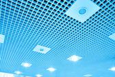 Abstracte geometrische plafond binnen moderne luchthaven — Stok fotoğraf