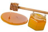Mestolo in legno con miele e bottiglia isolato — Foto Stock