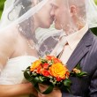 Wedding couple kissing — Photo