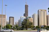 高層ビルで、アブダビの通り — ストック写真