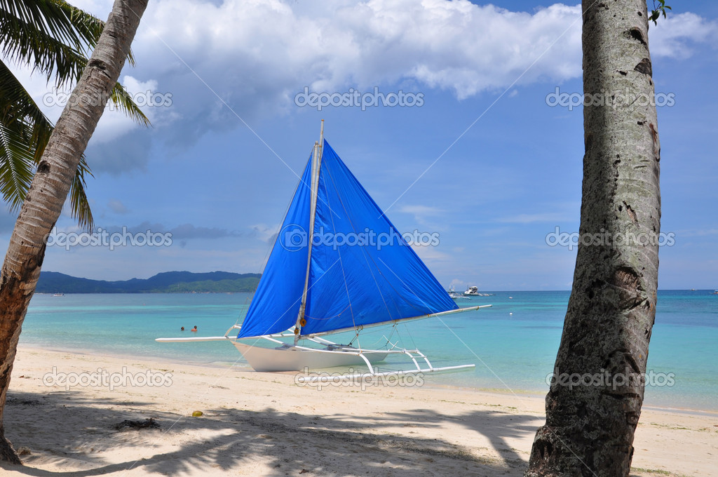Traditional paraw sailing boat on white beach on boracay island. philippines  — Stock Photo #3537169