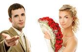 Bruden och brudgummen isolerad på vit bakgrund — Stockfoto