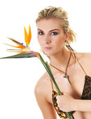 Egzotik çiçek güzel bir kadınla — Stok fotoğraf