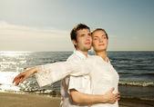 Beautiful young couple relaxing near the sea — Stock Photo