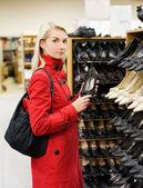 Beautiful girl in a shop — Stock Photo