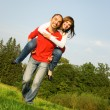 young couple in love im freien — Stockfoto
