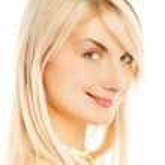 mooie vrouw gezicht lachend. geïsoleerd op wit — Stockfoto #4790846