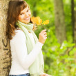 Beautiful romantic brunette with golden autumn leaf close-up por — Stock Photo #4790961