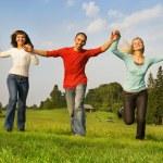 açık havada çalışan üç mutlu arkadaşlar — Stok fotoğraf