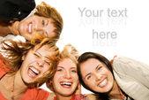 Groep gelukkige vrienden maken grappige gezichten — Stockfoto