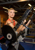 Beautiful woman works out in a gym — Стоковое фото