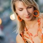 güzel hüzünlü kız açık havada — Stok fotoğraf
