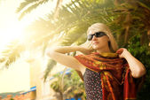 Mujer joven hermosa al aire libre — Foto de Stock
