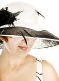 Belle femme d'âge mûr en casquette classique élégant — Photo