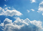 Bright white and dark stormy cumulus clouds with a blue sky in t — Stock Photo