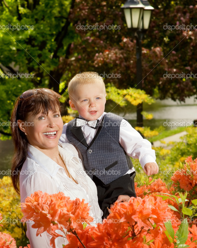 Happy mother with her child outdoors — Stock Photo #4803956