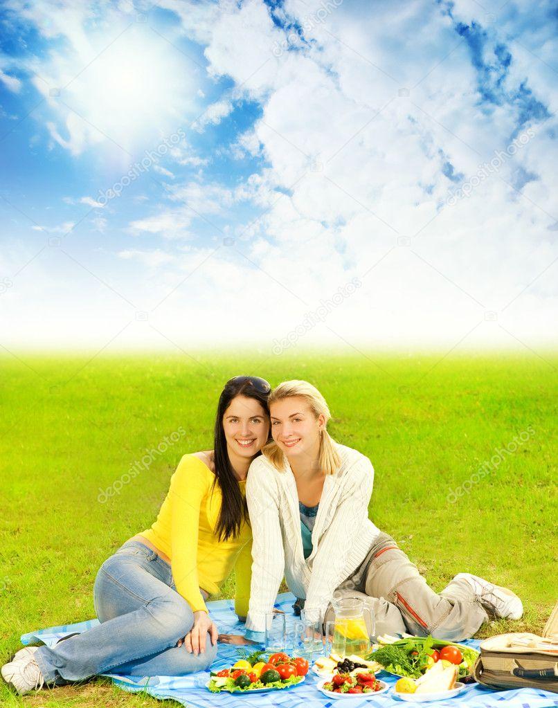 С женой на пикнике 31 фотография