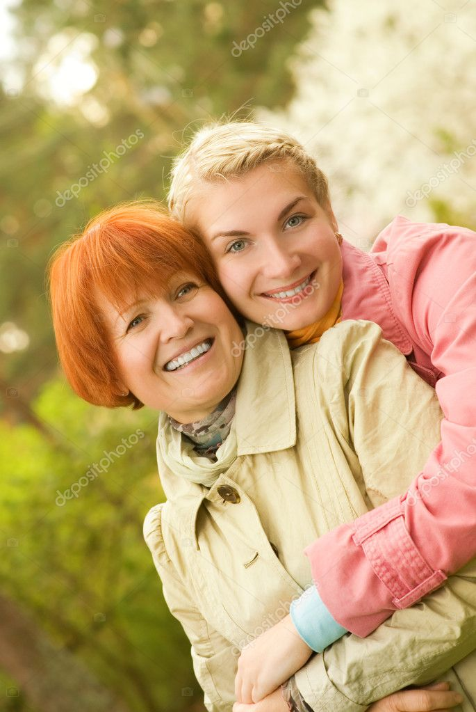 Mother and daughter having fun outdoors — Stock Photo #4804131
