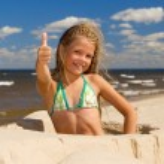 Happy little girl near the sea — Stock Photo #4839835