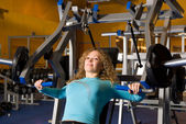 Beautiful woman works out in a gym — Stock Photo