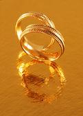 Two golden wedding rings — Stockfoto