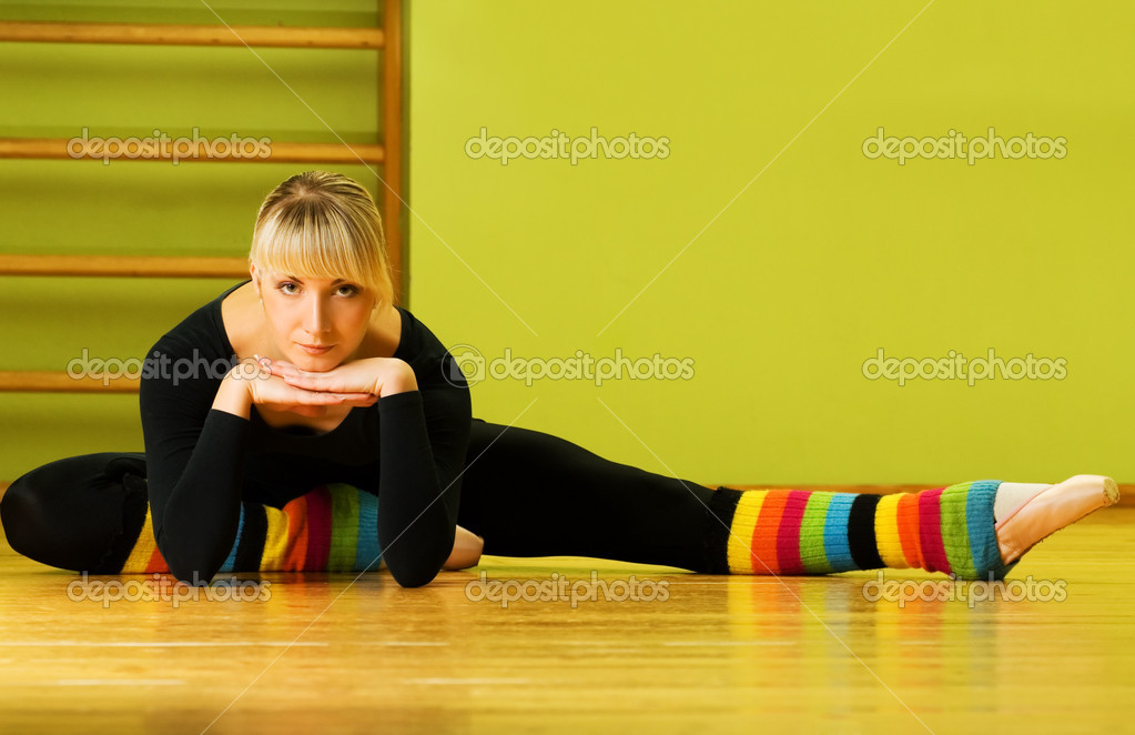 Ballet dancer doing stretching exercise on a floor — Zdjęcie stockowe #4903105