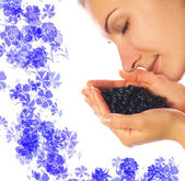 Beautiful girl with a handful of blueberries — Stock Photo