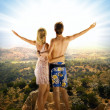 An attractive couple relaxing in high mountains - Foto Stock